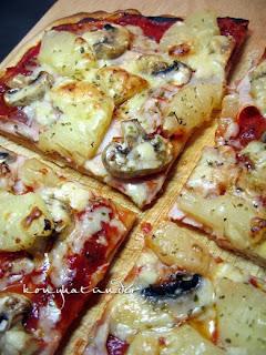 ham-ananas-mushroom-pizza-sliced