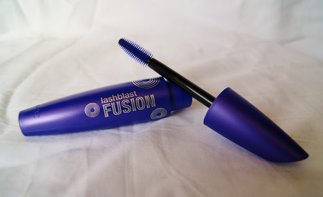 Makeup, Review, Covergirl, Lashblast, Volume, Length, Blasting, Fusion, Beauty, Toronto, Ontario, Canada, The Purple Scarf, MelaniePs, Eyelashes, Buzzagent