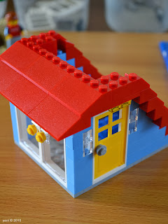 lego beach house - red roof