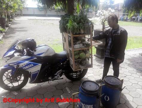 Gila!!! Yamaha YZF R25 Dibuat Jualan Sayur!