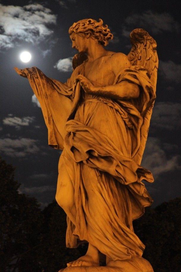 El ángel y la Luna