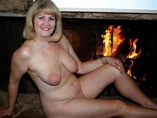 Nackt Bilder : Nackte Mutter mit schlaffen Vorbau   nackter arsch.com