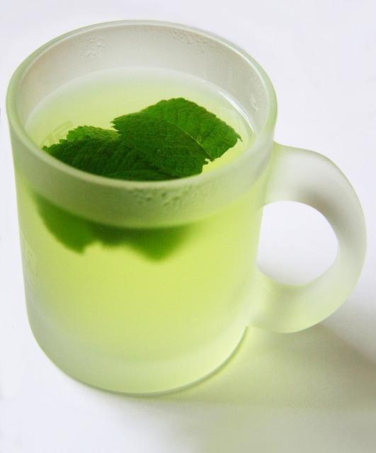 لتتمتع بنوم هادئ أختر المشروبات السحرية peppermint-tea-1109_