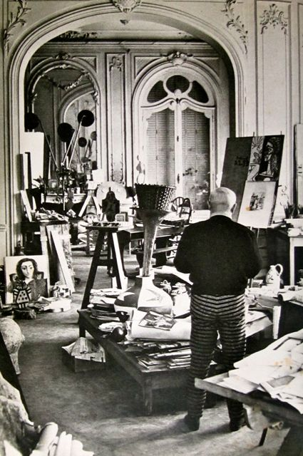 mondoblogo picasso in his studio villa la californie. Black Bedroom Furniture Sets. Home Design Ideas