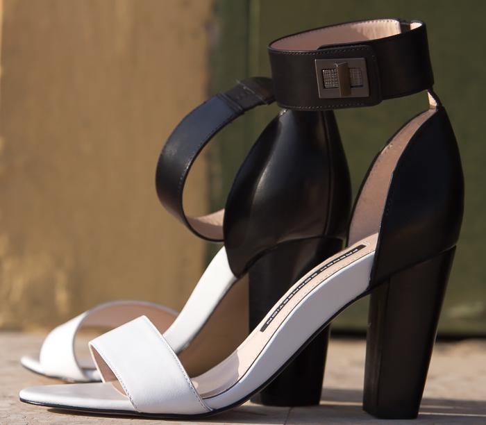 Sandalias Blanco y Negro de cuero con pulsera modelo Katrin de French Connection zapatería online Cloggs