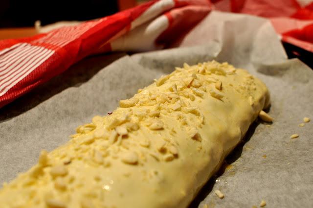 Čerešňová štrúdľa z lístkového cesta s mandľami / Cherry strudel from puff pastry with almonds
