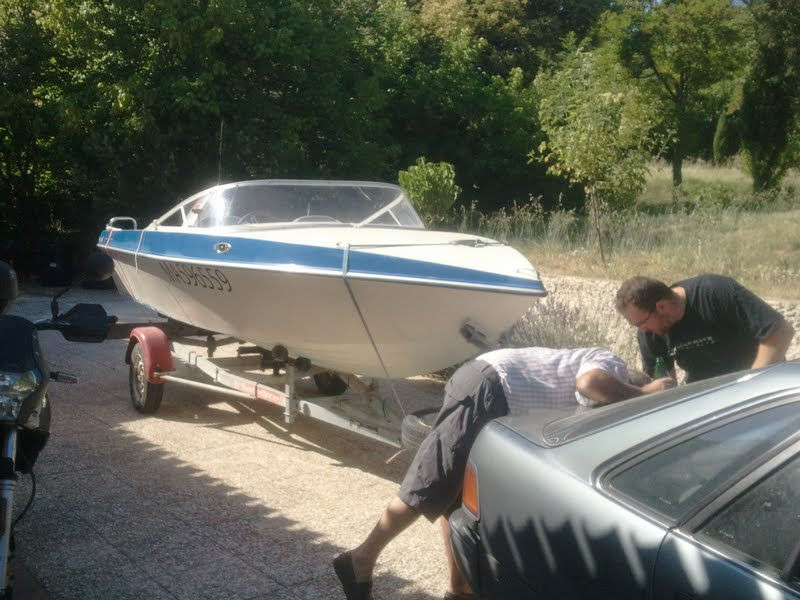 Restauration bateau riamar 490 evinrude 60 vro on enl ve la peinture de la coque - Peinture coque bateau ...