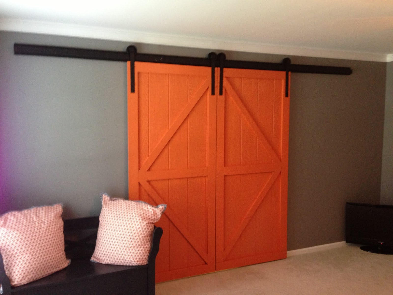 Hanging Sliding Barn Doors 1600 x 1200