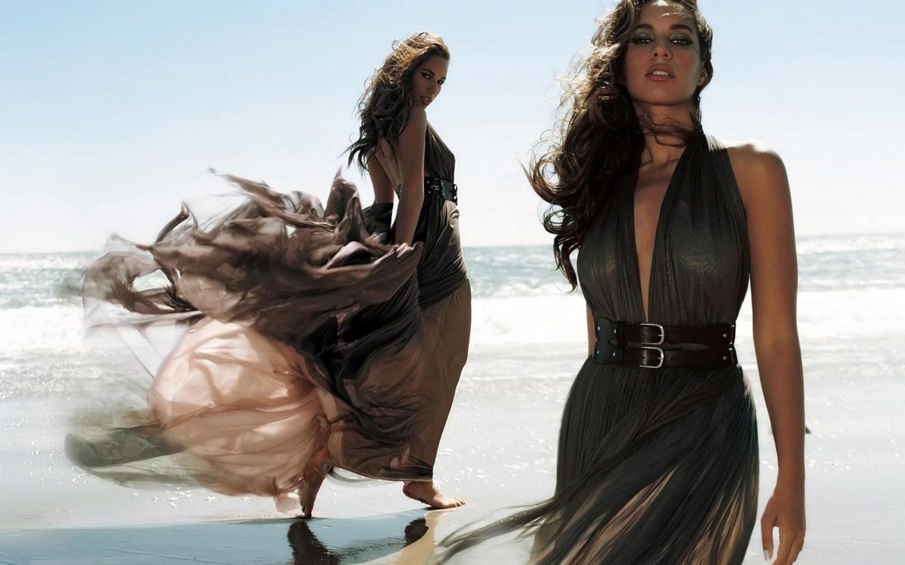 http://4.bp.blogspot.com/-FDqMTTbgS9U/TbvJo6qCZJI/AAAAAAAAA1o/NE8UxYuHFYg/s1600/leona+louise+lewis+sulla+spiaggia.jpg
