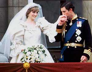Royal Wedding Pictures: Prince Charles kiss Princess Diana's Hand
