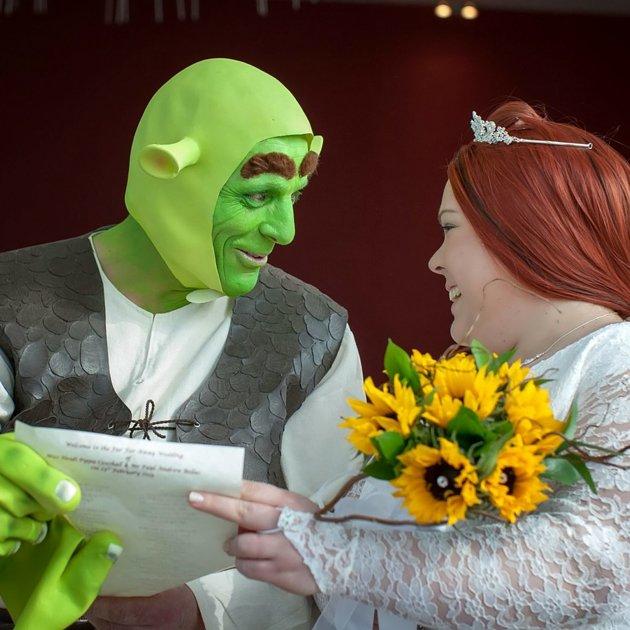 Shrek And Fiona Wedding Cake