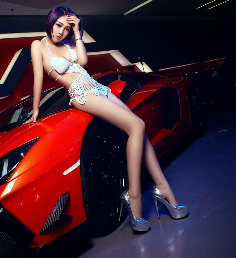 Áo lưới xuyên thấu khoe vòng 1 bốc lửa bên siêu xe Lamborghini|raw