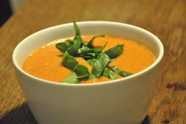 Gazpacho mit frischem Spinat