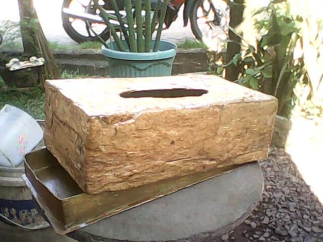 Hey: Kotak Tempat Tisu Dari Kardus Berlapis Kulit Pohon ...