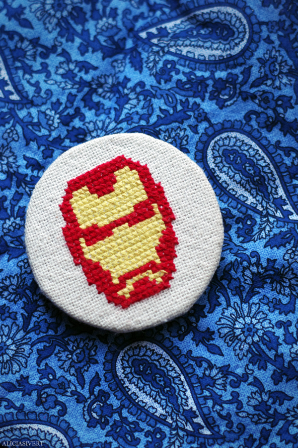 aliciasivert, alicia sivert, alicia sivertsson, needlework, cross stitch, embroidery, pattern, diy, broderi, korsstygn, korsstygnsbroderi, korsstygnsmönster, mönster, broderimönster, emblemet, hantverk, handarbete, fan art, iron man, the avengers, marvel, superhero, super heroes hero, robert downey jr, mask, face, head, huvud, mask, ansikte, superhjälte, superhjältar