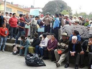 En zaragoza puebla ciudadanos toman el palacio y exigen for Tarifas piscinas municipales zaragoza