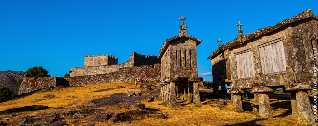 Castillo_espigueiros_de_Lindoso