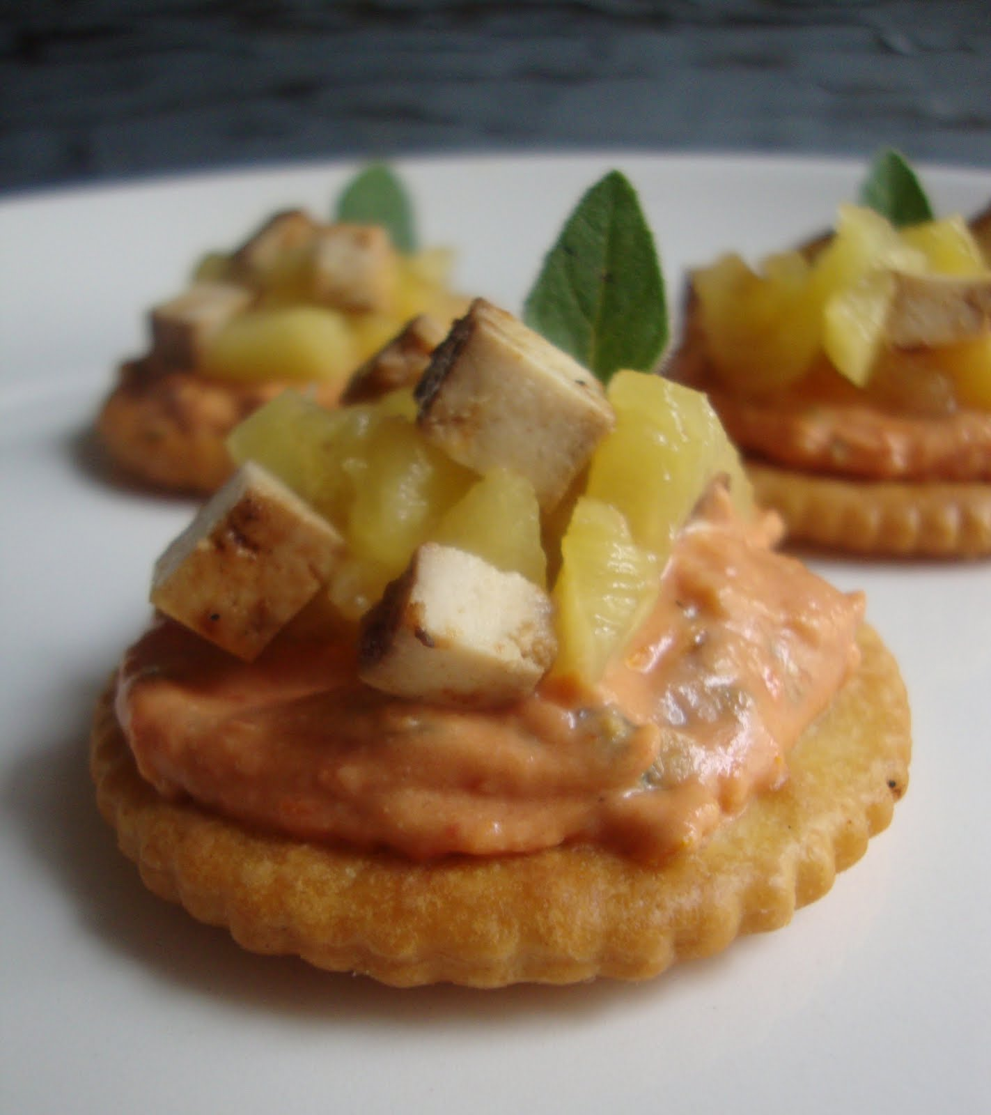 Hawaiian pizza canapes the cozy herbivore for Types of canape