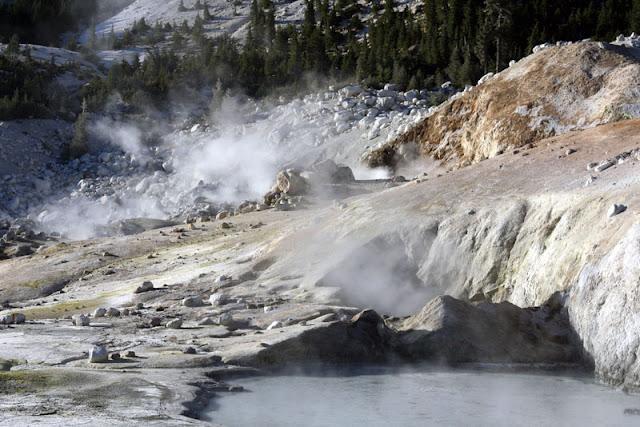 fumarole bumpass hell lassen volcanic national park