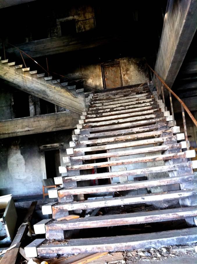 一際目を引く巨大な階段