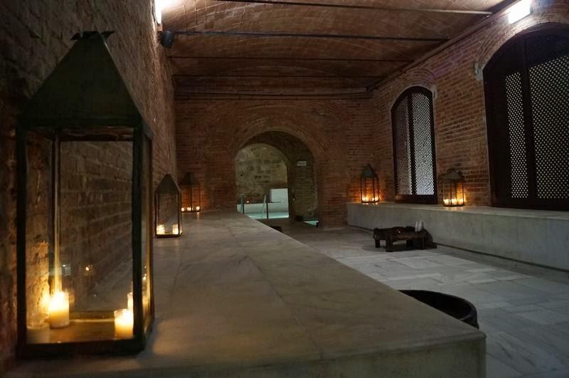 Baños Arabes Antiguos:El lugar es perfecto Supongo que es un antiguo almacén restaurado y