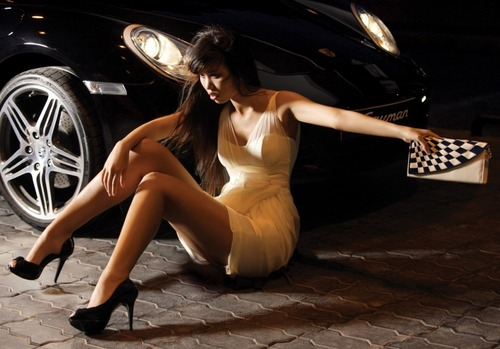 Model Vu Nguyen Ha Anh Sexy With The Car