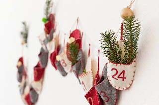 Calendar advent Craciun pe perete