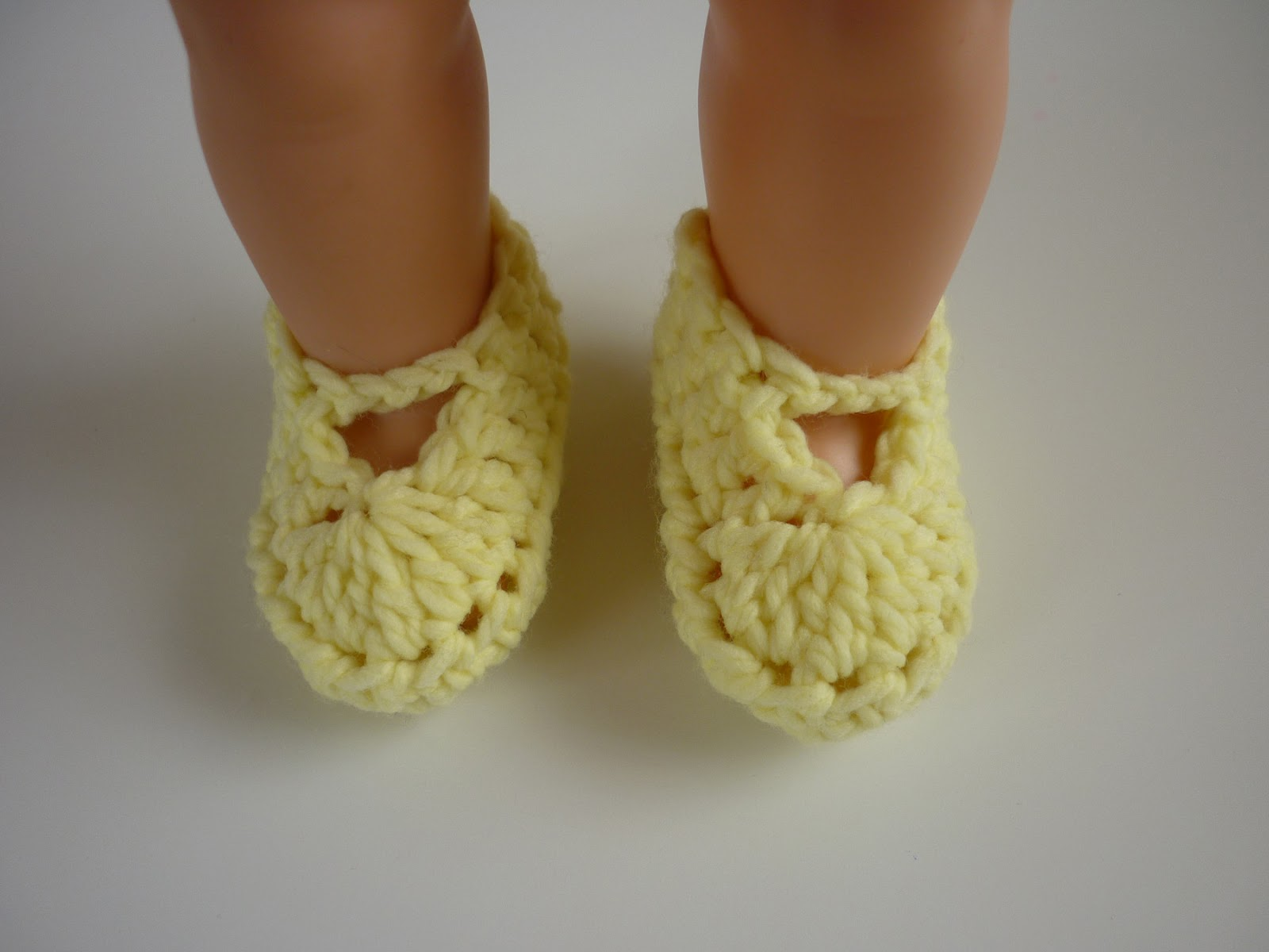 Mamma That Makes Atraya Booties Free Crochet Pattern
