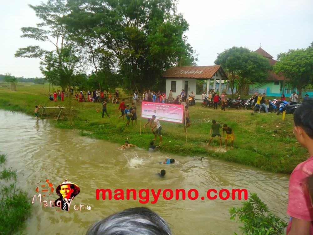 Lomba Tangkap Bebek di Dusun Gardu ( REGAZ)