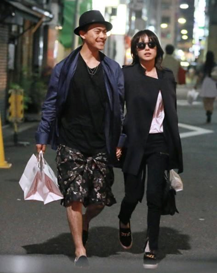 yamashita tomohisa dating 2013 This week the j-tabloids are reporting that the couple has continue to progress closer in their relationship as yamapi was spotted spending several nights in a row at his girlfriend satomi's condo he rushed there straight after filming each day for currently airing dorama you are my destiny in order to spend.