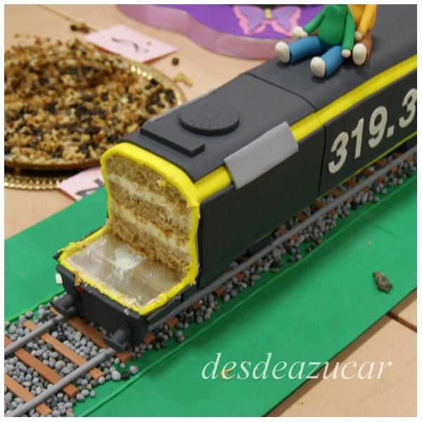 tarta fondant, tarta tren, figuras modeladas, tren, tarta locomotora, tarta fondant tren, tarta fondant locomotora, tarta fondant Sevilla