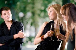4 Alasan Wanita Suka Pria Yang Lebih Muda