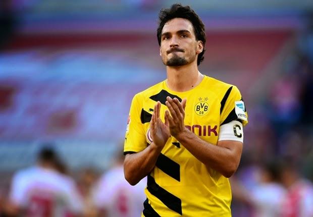 "Bek Dortmund ""Mats Hummels"" Gabung Manchester United"