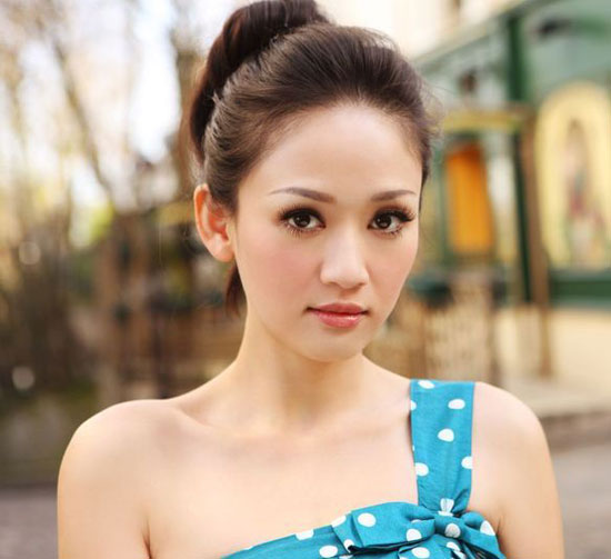 Celeb Actress and Singer Chen Chiao En