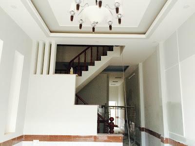 Tầng trệt đẹp với hệ thống đèn chiếu sáng đắt tiền