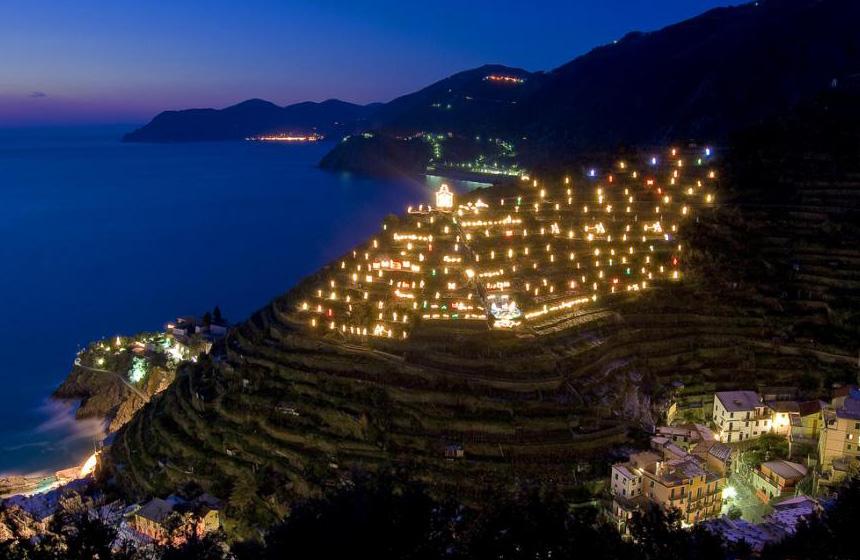Wishversilia World Record Nativity Place In Manarola Cinque Terre