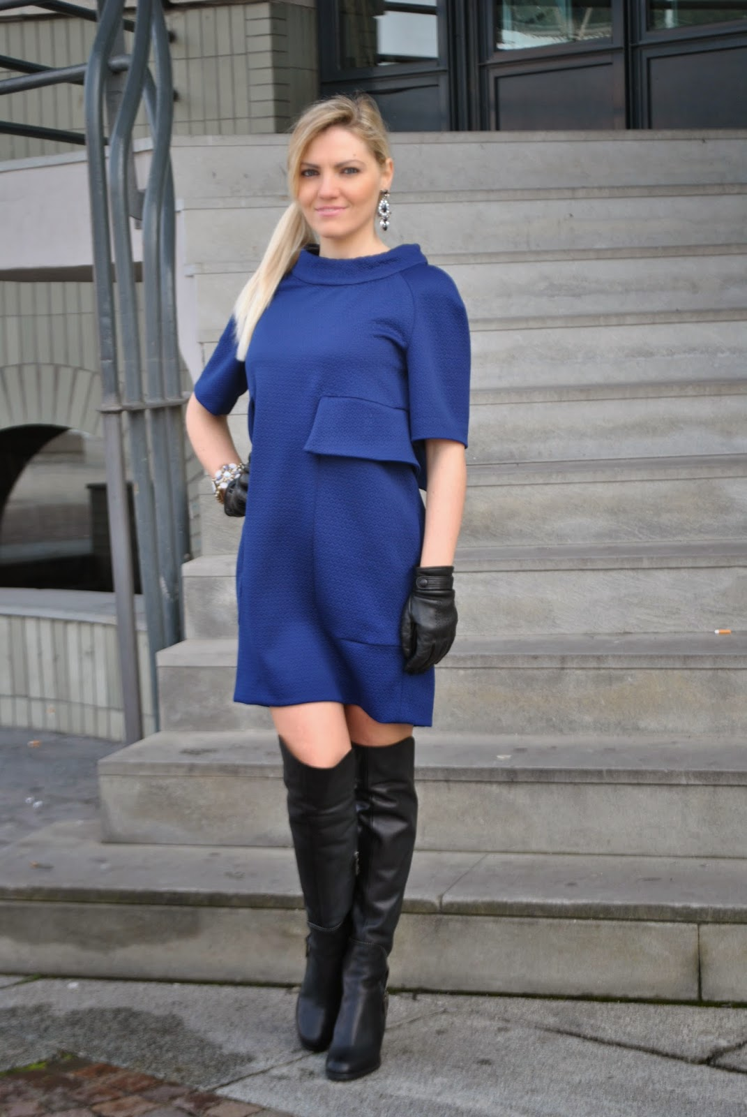 outfit cappotto a uovo outfit abito blu outfit blu come abbinare il blu outfit stivali al ginocchio outfit guanti abbinamenti cappotto a uovo abbinamenti abito blu linea anni sessanta mariafelicia magno fashion blog italiani fashion blogger italiane stivali al ginocchio danilo di lea bracciale majique  street style look book how to wear blue egg shape coat outfit blue dress '60 outfit outfit invernali outfit febbraio 2015 outfit invernali eleganti winter outfits colorblock by felym