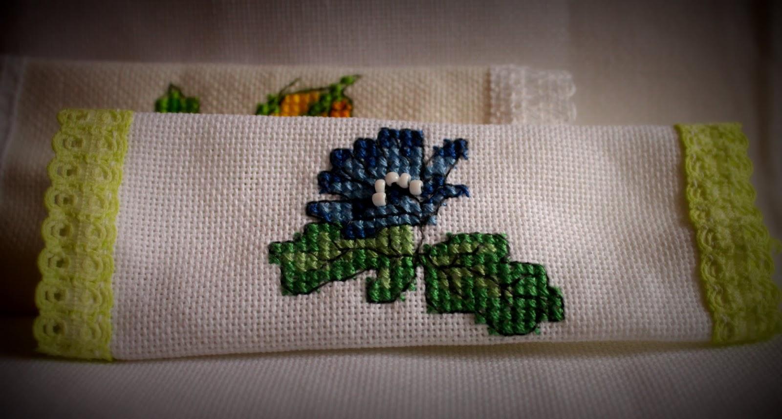 Саше ручной работы с вышивкой