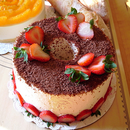... Valencia. Looking at the chiffon cake images for Google also led me to