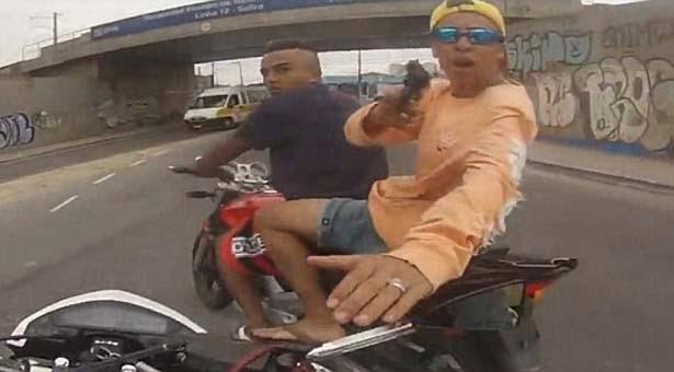 Robo a un motociclista