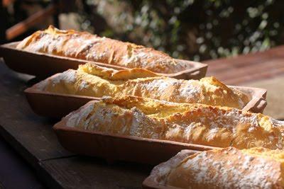Pão italiano direto do forno à lenha