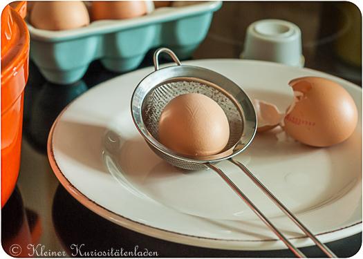 Vorgegarte Eier vor dem Pochieren