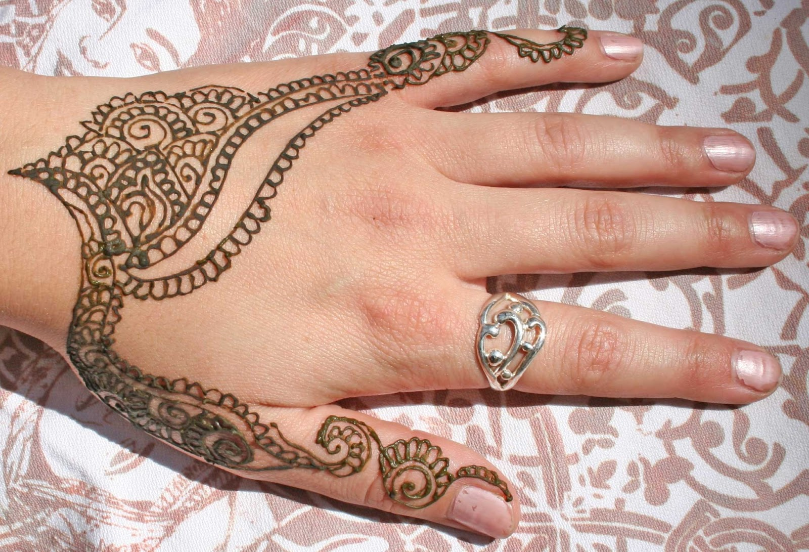 Mehndi Hand With Eye : Henna artists and exotic eye designs oriental fire