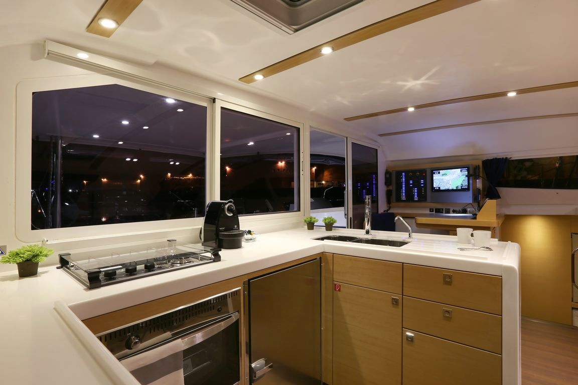 cherbourg plaisance actualites lancement du nautitech 482. Black Bedroom Furniture Sets. Home Design Ideas