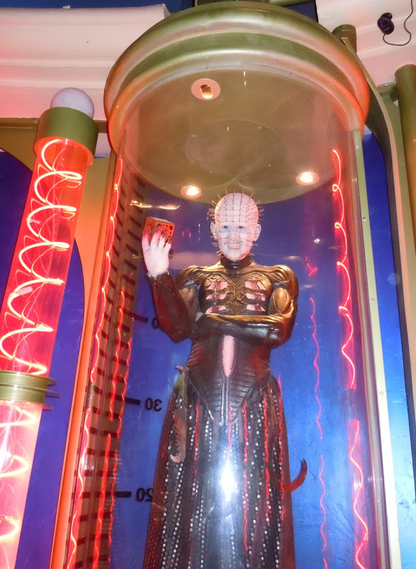 Hellraiser 3 Pinhead movie display