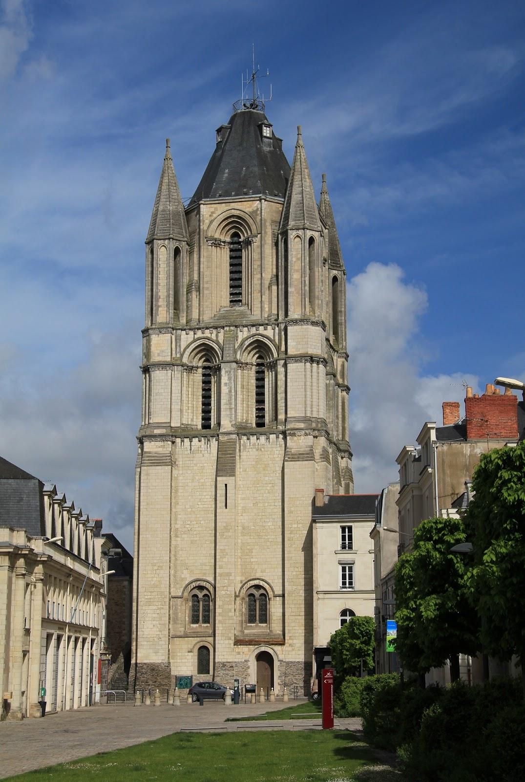 Merveilleux anjou a l 39 int rieur de la tour saint aubin d 39 angers - La petite cheminee saint aubin ...