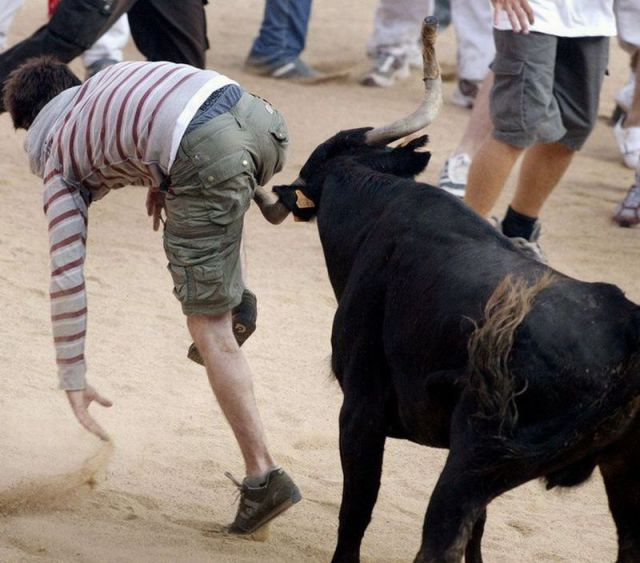 a bull fights with man,Crazy funky pics load