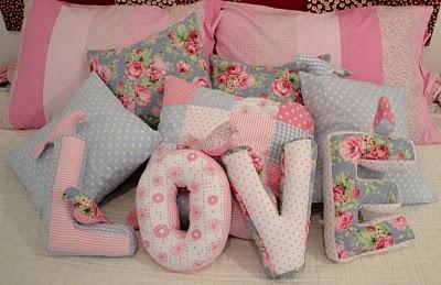 dia dos namorados - almofada em patchwork - LOVE