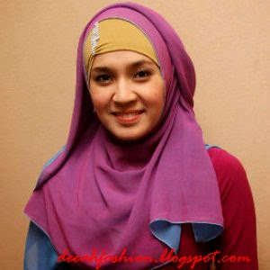 Jilbab ala Artis Dhini Aminarti