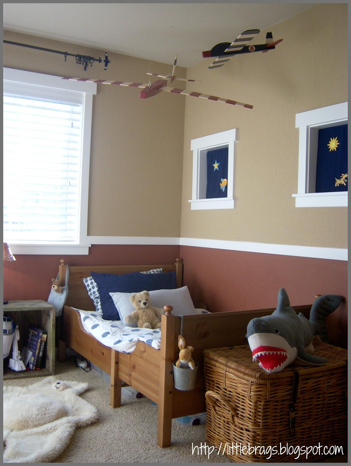 little brags little boys bedroom and an old crate. Black Bedroom Furniture Sets. Home Design Ideas